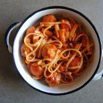 ספגטי עם כדורי עוף ברוטב עגבניות