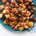 תפוחי אדמה כמו בחמין עם פטריות, שום ובצל רך רך