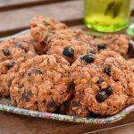עוגיות שיבולת שועל עם שוקולד צ'יפס ואוכמניות