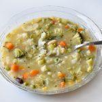 מרק ירקות ואטריות עם כל הירקות שיש בבית
