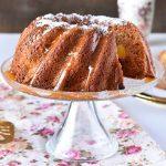 עוגת דבש ונקטרינות עם קרמל קוקוס (פרווה)
