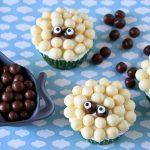 קאפקייקס כבשים או: קאפקייקס וניל עם קליק שוקולד חלב ולבן