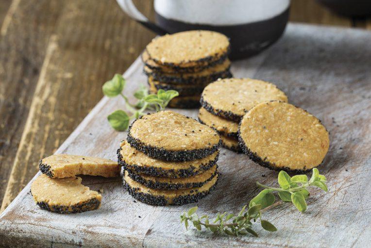 עוגיות גבינה וחרדל עם פרג