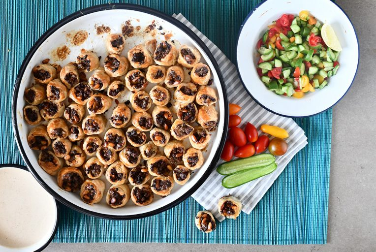 שבלולי בורקס במילוי בשר, חצילים קלויים וצנוברים