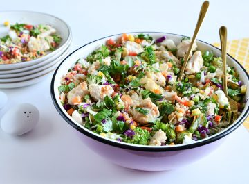 סלט קינואה עם ירקות ועוף
