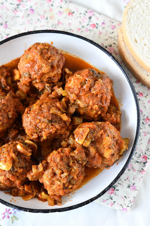 מפרום כרובית ובשר ברוטב עגבניות