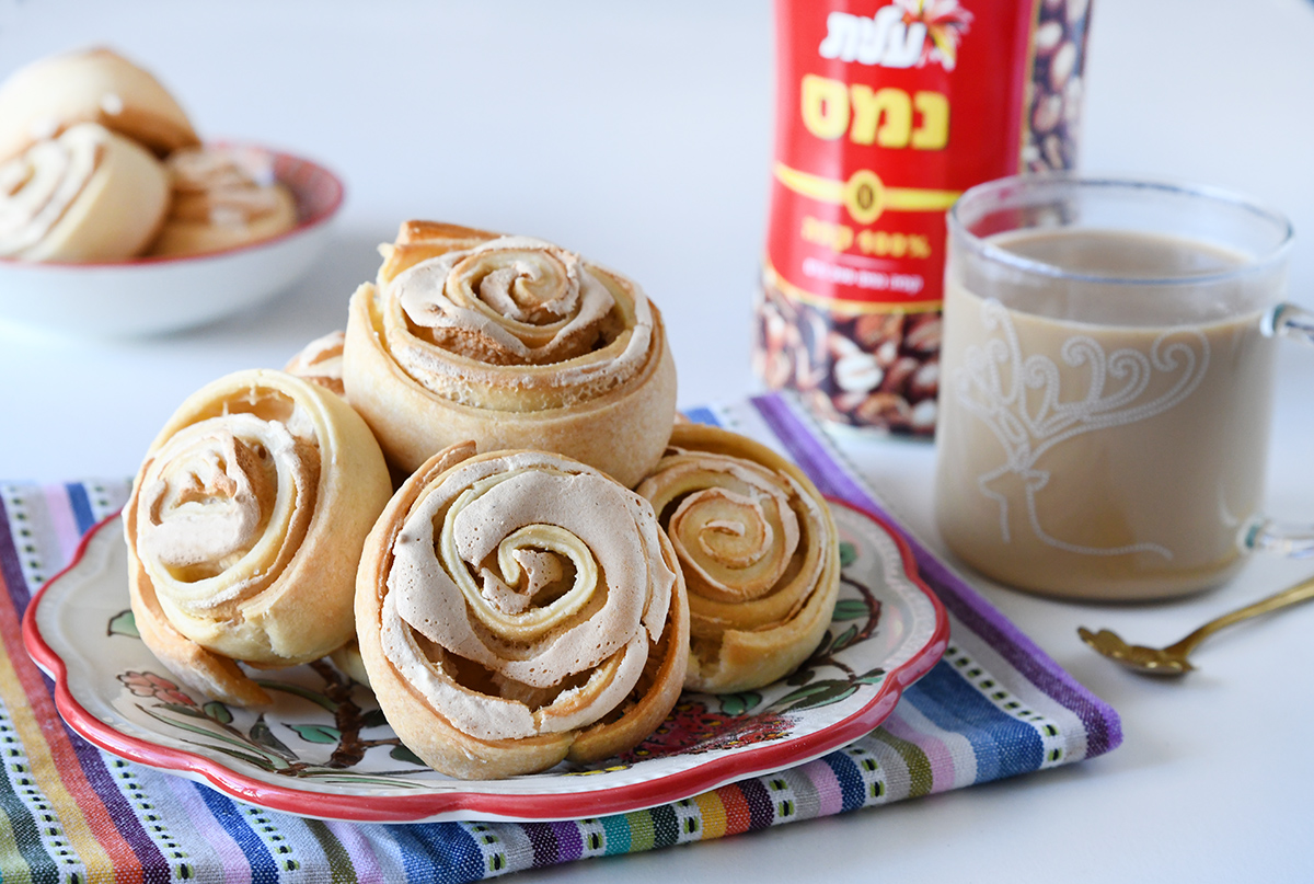 עוגיות קצף במילוי וניל וקפה