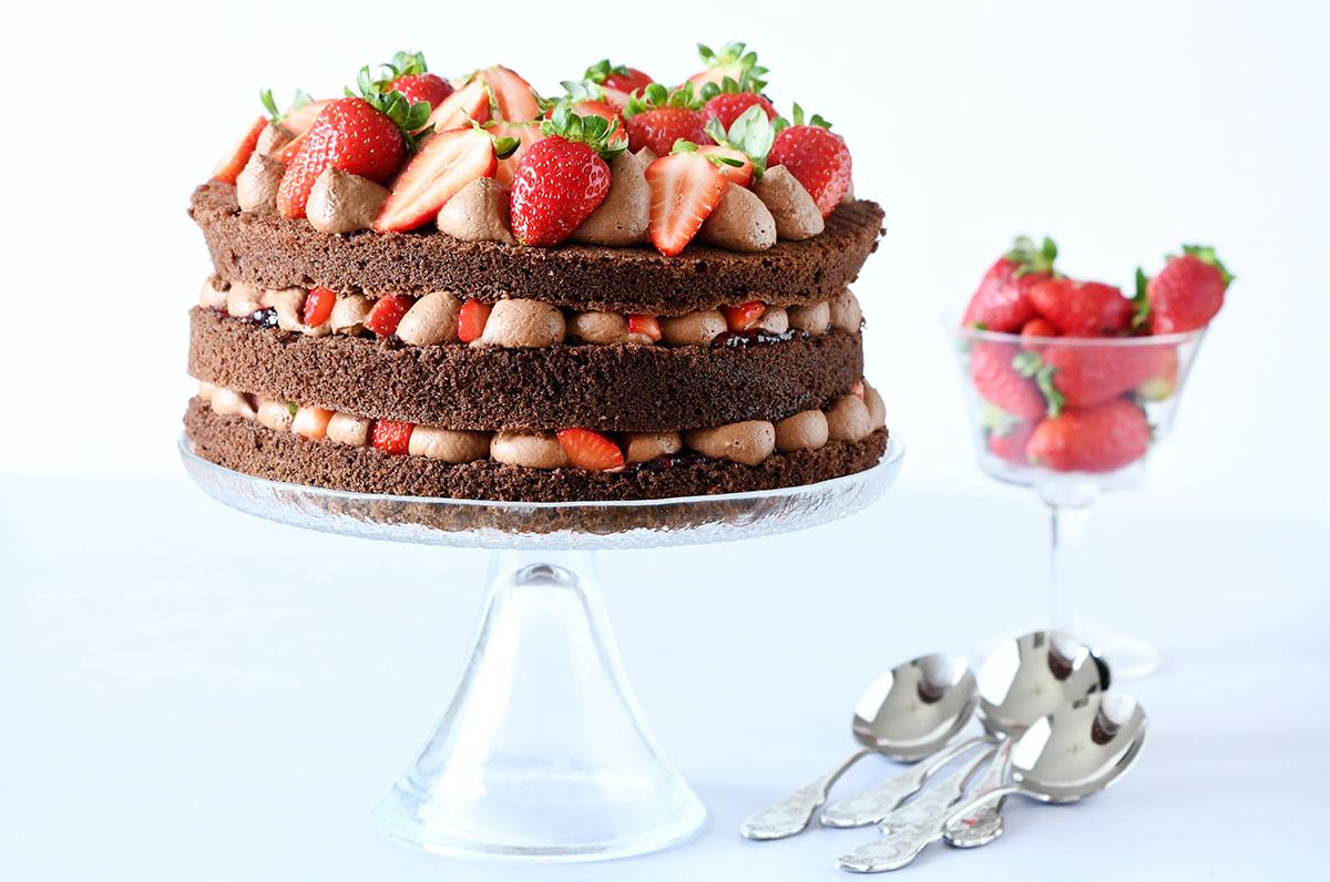 עוגת היער השחור עם מוס שוקולד ותותים - ללא גלוטן