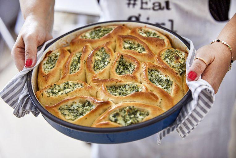 מאפה חצ'פורי במילוי גבינות ותרד. צילום: אפיק גבאי