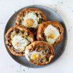 מאפה אבולעפיה במילוי פטריות, בצל וביצה