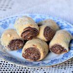 עוגיות מגולגלות במילוי שוקולד או רחם לוקום