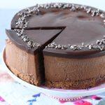 עוגת מוס שוקולד עם בראוניז וטראפלס