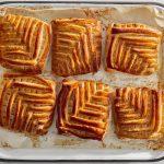 סרוגיות - בורקס גבינה חלום. צילום: דן פרץ. סטיילינג: נורית קריב
