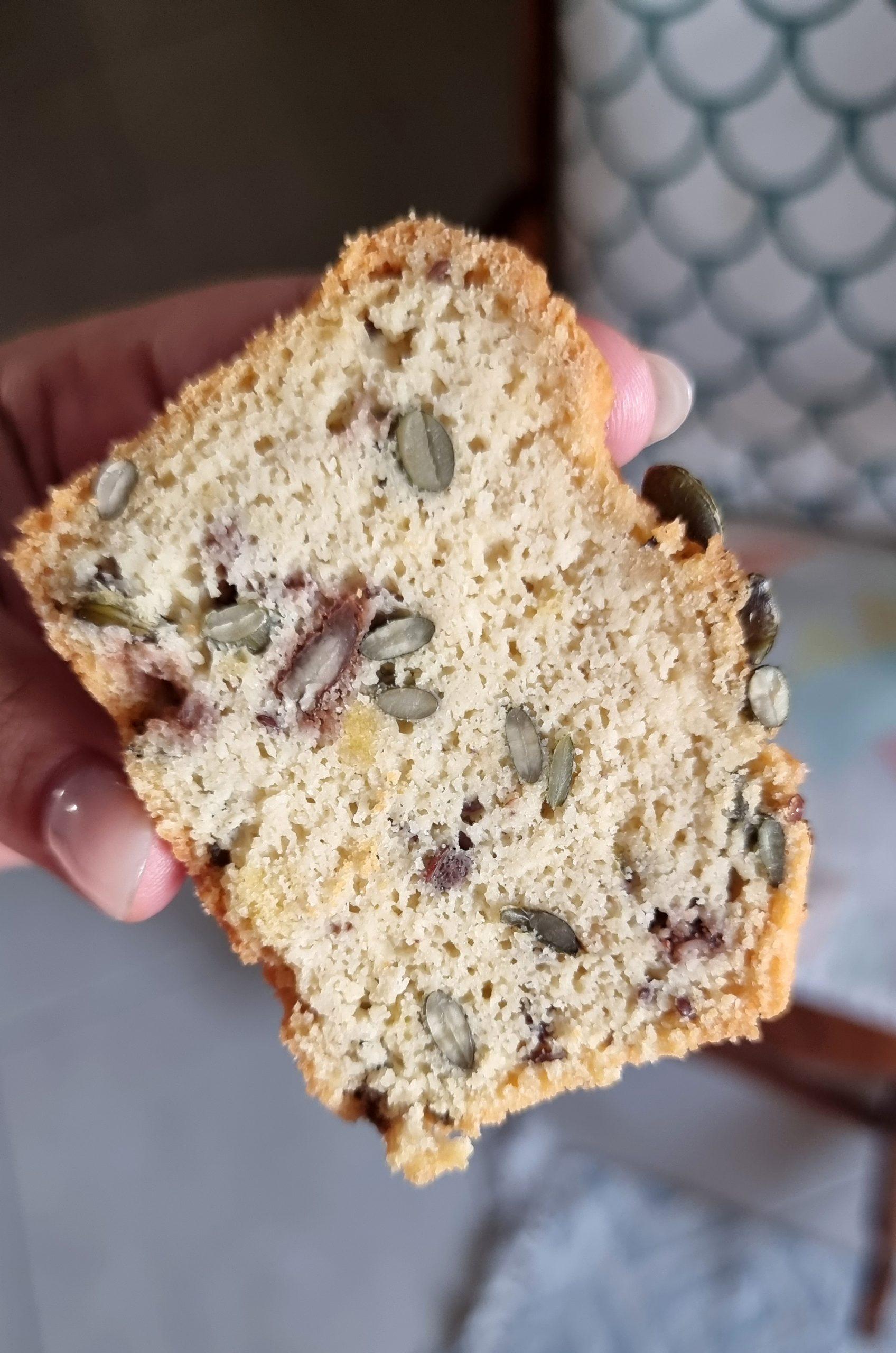 לחם שקדים וטחינה