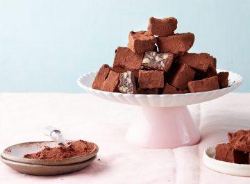 טראפלס שוקולד ופקאנים. צילום: טל סיון צפורין. סטיילינג: אינה גוטמן