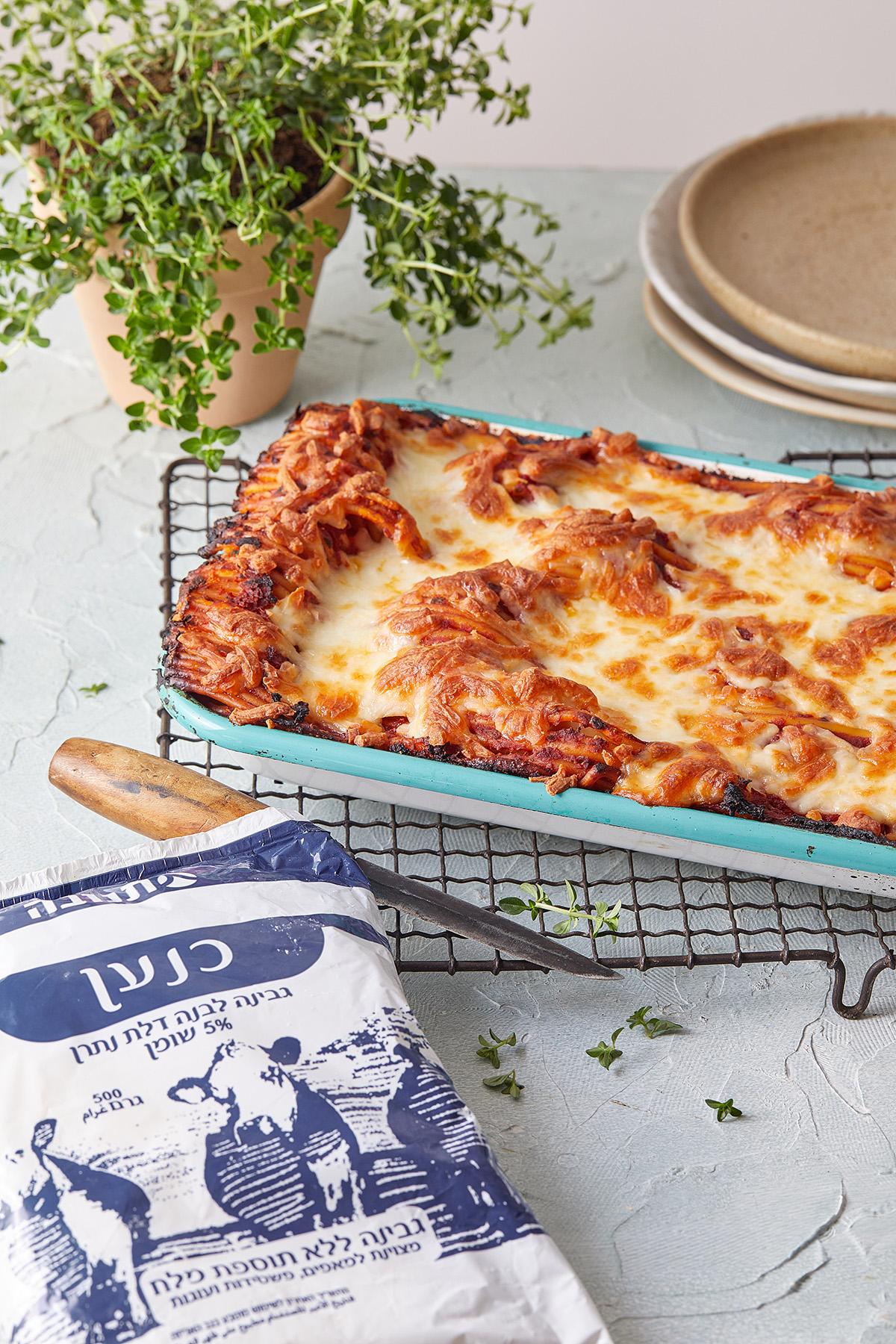 לזניית ספגטי מ-5 מצרכים. צילום: טל סיון צפורין סטיילינג: אינה גוטמן